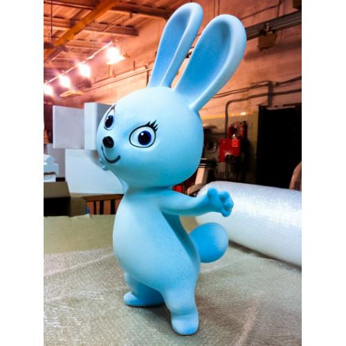 Объемная пластиковая скульптура заяц