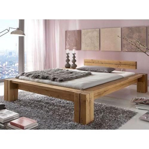 Массивная двухспальная кровать