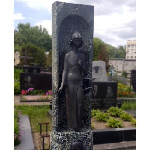 Портретная скульптура надгробие девушка.
