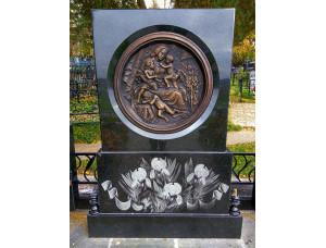 Памятники с барельефом
