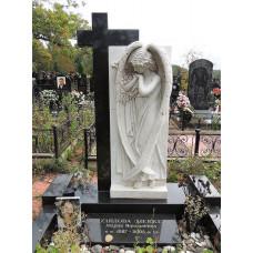 Памятник с ангелом и крестом на могилу