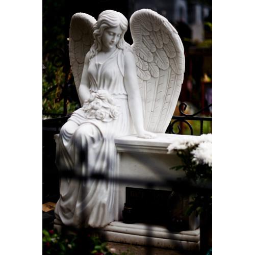 Скульптура скорбящий ангела на могилу