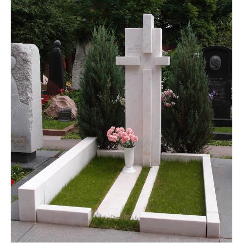 Надгробие крест из белого мрамора